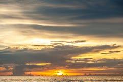 Όμορφο ηλιοβασίλεμα στην παραλία Boracay, Φιλιππίνες Στοκ Φωτογραφία