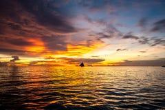 Όμορφο ηλιοβασίλεμα στην παραλία Boracay, Φιλιππίνες Στοκ εικόνα με δικαίωμα ελεύθερης χρήσης
