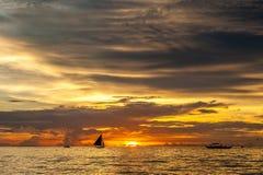 Όμορφο ηλιοβασίλεμα στην παραλία Boracay, Φιλιππίνες Στοκ Φωτογραφίες