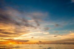 Όμορφο ηλιοβασίλεμα στην παραλία Boracay, Φιλιππίνες Στοκ Εικόνες