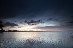 Όμορφο ηλιοβασίλεμα στη λίμνη thala, Βιετνάμ Στοκ εικόνα με δικαίωμα ελεύθερης χρήσης