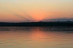 Ηλιοβασίλεμα στον ποταμό του Βόλγα Στοκ εικόνα με δικαίωμα ελεύθερης χρήσης