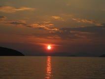 Όμορφο ηλιοβασίλεμα στο λιμένα της Ηγουμενίτσας, Ελλάδα Στοκ Εικόνες