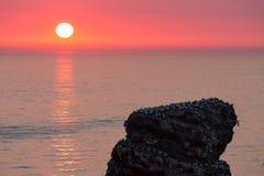 Όμορφο ηλιοβασίλεμα στο περισσότερο δυτικό σημείο του γερμανικού νησιού Helgolan Στοκ εικόνα με δικαίωμα ελεύθερης χρήσης