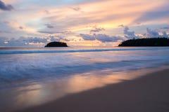 όμορφο ηλιοβασίλεμα στο phuket Ταϊλάνδη Στοκ Φωτογραφία