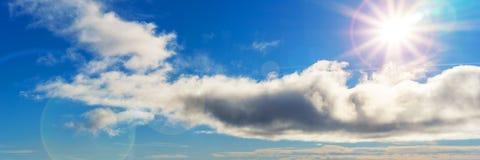 Όμορφο ηλιόλουστο υπόβαθρο πανοράματος ουρανού Στοκ φωτογραφίες με δικαίωμα ελεύθερης χρήσης