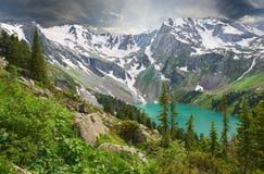 Όμορφο θερινό τοπίο, βουνά Ρωσία Altai Στοκ Φωτογραφίες