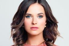 όμορφο θηλυκό προσώπου Μοντέρνη γυναίκα με το makeup στοκ εικόνες