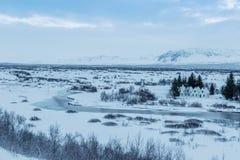 Όμορφο θυελλώδες και καλυμμένο χιόνι χειμερινών τοπίων στην Ισλανδία Στοκ Εικόνες