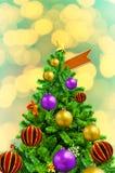 Όμορφο διακοσμημένο χριστουγεννιάτικο δέντρο στο αφηρημένο υπόβαθρο στοκ εικόνα