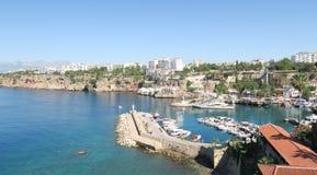 Όμορφο λιμάνι Antalyas, πλέοντας σκάφη, βάρκες και το Oldtown Kaleici, Τουρκία του Φίσερ Στοκ Εικόνες