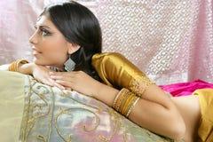 όμορφο ινδικό ύφος μόδας πα& Στοκ Εικόνες