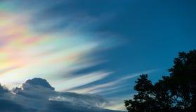 Όμορφο ιριδίζον σύννεφο Στοκ εικόνες με δικαίωμα ελεύθερης χρήσης