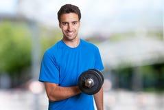 Όμορφο ισπανικό άτομο στο workout Στοκ Φωτογραφίες
