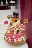 όμορφο κέικ με τα φρούτα, ένα έτος Γιορτάζοντας πρώτα γενέθλια του παιδιού Στοκ Εικόνα