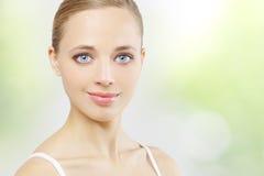 όμορφο καθαρό δέρμα κοριτ&sig Στοκ εικόνες με δικαίωμα ελεύθερης χρήσης