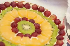 Όμορφο και έξοχο κέικ φρούτων Στοκ φωτογραφία με δικαίωμα ελεύθερης χρήσης