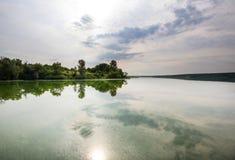 όμορφο καλοκαίρι ποταμών φύσης εικόνας Στοκ Εικόνες