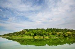 όμορφο καλοκαίρι ποταμών φύσης εικόνας Στοκ φωτογραφία με δικαίωμα ελεύθερης χρήσης