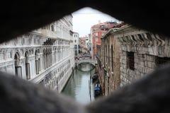 Όμορφο καλοκαίρι στη Βενετία Ιταλία με τη γόνδολα Στοκ φωτογραφίες με δικαίωμα ελεύθερης χρήσης