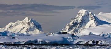 όμορφο καλυμμένο χιόνι βο&ups στοκ εικόνα με δικαίωμα ελεύθερης χρήσης