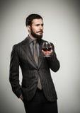 Όμορφο καλά-ντυμένο άτομο με το γυαλί Στοκ φωτογραφίες με δικαίωμα ελεύθερης χρήσης