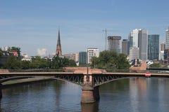 Όμορφο καλοκαίρι της Φρανκφούρτης με το πολυόροφο κτίριο και κύριο #4 Στοκ φωτογραφίες με δικαίωμα ελεύθερης χρήσης