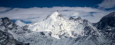 όμορφο καλυμμένο χιόνι βο&ups στοκ εικόνες