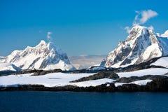 όμορφο καλυμμένο χιόνι βο&ups στοκ φωτογραφίες με δικαίωμα ελεύθερης χρήσης