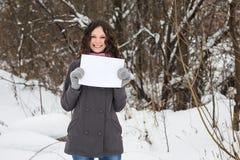 όμορφο κενό φύλλο εγγράφου κοριτσιών Στοκ Εικόνα