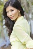 Όμορφο κινεζικό ασιατικό νέο κορίτσι γυναικών Στοκ εικόνα με δικαίωμα ελεύθερης χρήσης