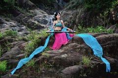 Όμορφο κινεζικό κορίτσι στο κοστούμι παραδοσιακού κινέζικου Στοκ Φωτογραφία