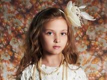 όμορφο κορίτσι λίγα λεπτομερές ανασκόπηση floral διάνυσμα σχεδίων παιδί αστείο Στοκ Φωτογραφίες