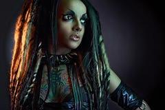 Όμορφο κορίτσι δαιμόνων με τα μαυρισμένα μάτια Στοκ Εικόνα