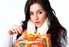 όμορφο κορίτσι δώρων Στοκ εικόνα με δικαίωμα ελεύθερης χρήσης