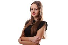 Όμορφο κορίτσι εφήβων αισθησιασμού στο μαύρο φόρεμα με πολύ κατ' ευθείαν Στοκ Φωτογραφία