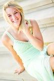 Όμορφο κορίτσι εφήβων με την ξανθή τρίχα Στοκ Εικόνα