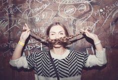 όμορφο κορίτσι διασκέδα&sigma Στοκ Εικόνες