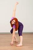 Κορίτσι ικανότητας που κάνει την άσκηση στοκ εικόνες