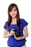 Όμορφο κορίτσι και η κάμερα της Στοκ εικόνα με δικαίωμα ελεύθερης χρήσης