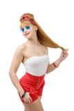 Όμορφο κορίτσι καρφίτσα-επάνω στα σορτς στο άσπρο υπόβαθρο Στοκ φωτογραφία με δικαίωμα ελεύθερης χρήσης