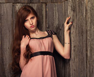 όμορφο κορίτσι κοκκινομάλλες Στοκ φωτογραφία με δικαίωμα ελεύθερης χρήσης