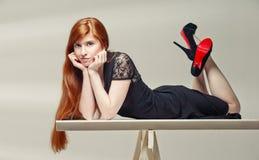 όμορφο κορίτσι κοκκινομάλλες Στοκ Εικόνα