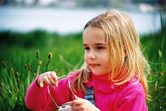 όμορφο κορίτσι λίγο παιχνίδι Στοκ Εικόνες