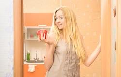 όμορφο κορίτσι μήλων Στοκ Φωτογραφία
