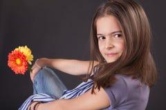 όμορφο κορίτσι μαργαριτών Στοκ Εικόνα
