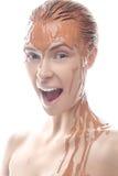 Όμορφο κορίτσι με έναν δημιουργικό άργιλο makeup Πρόσωπο ομορφιάς Στοκ Φωτογραφία