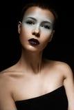 Όμορφο κορίτσι με ένα δημιουργικό makeup Πρόσωπο ομορφιάς στοκ φωτογραφίες με δικαίωμα ελεύθερης χρήσης
