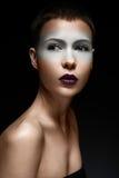 Όμορφο κορίτσι με ένα δημιουργικό makeup Πρόσωπο ομορφιάς στοκ φωτογραφία με δικαίωμα ελεύθερης χρήσης