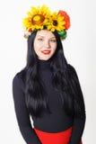 Όμορφο κορίτσι με ένα στεφάνι στο κεφάλι του Στοκ φωτογραφία με δικαίωμα ελεύθερης χρήσης